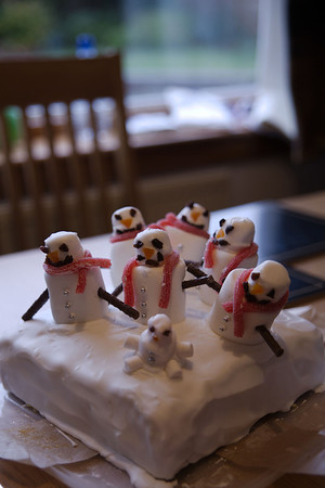Snowmen Cake decorations courtesy of Ellie
